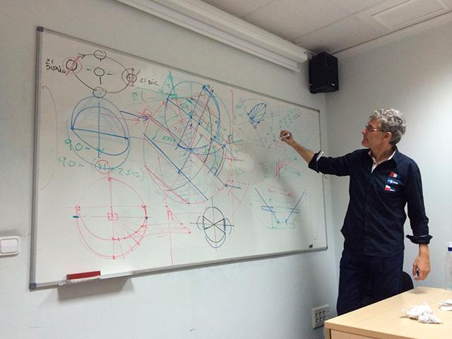 Luis De Garrido Impartiendo una clase de arquitectura bioclimatica