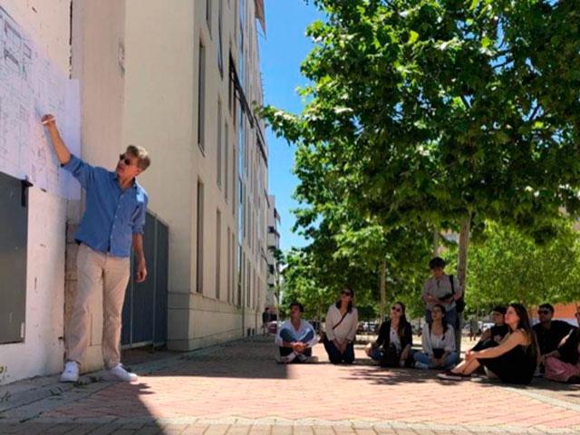 Visita con alumnos a varios edificios Bioclimaticos de Madrid