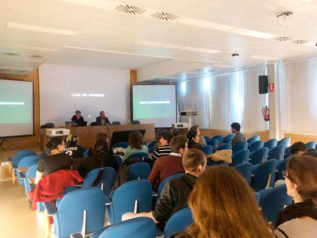 Luís de Garrido impartiendo clase de 'Edificios de consumo energético cero real' en la Universidad Politécnica de Valencia