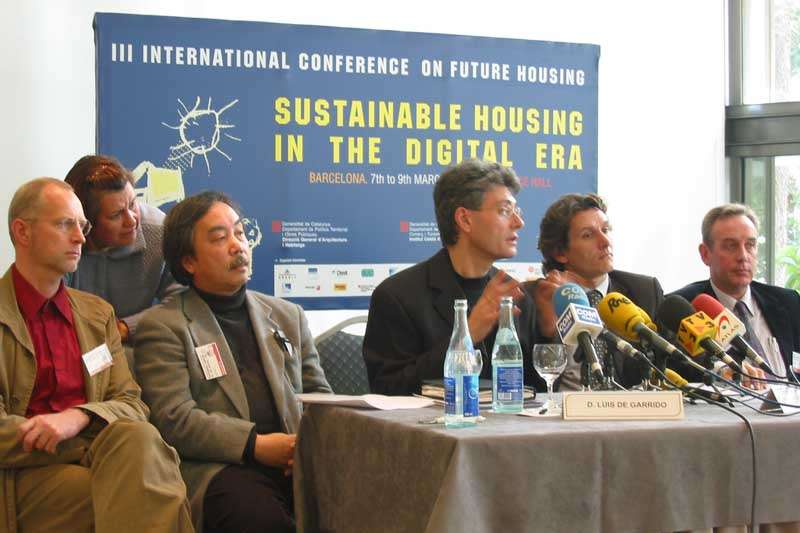 Congreso Mundial: 'Sustainable Housing in the Digital Era'. Barcelona. Henk Döll, Sigeru Bahn, Luis De Garrido, Erik van Egeraat (Mecanoo)